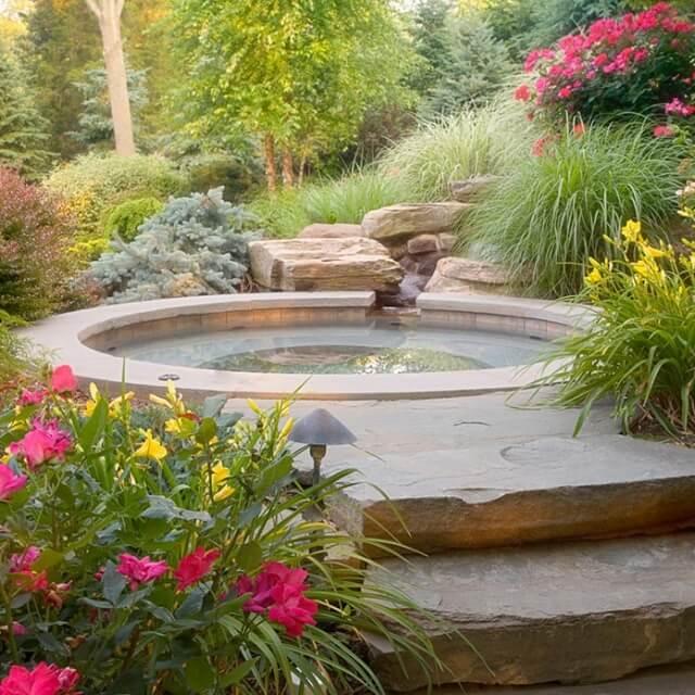 Возведение бассейна из камня